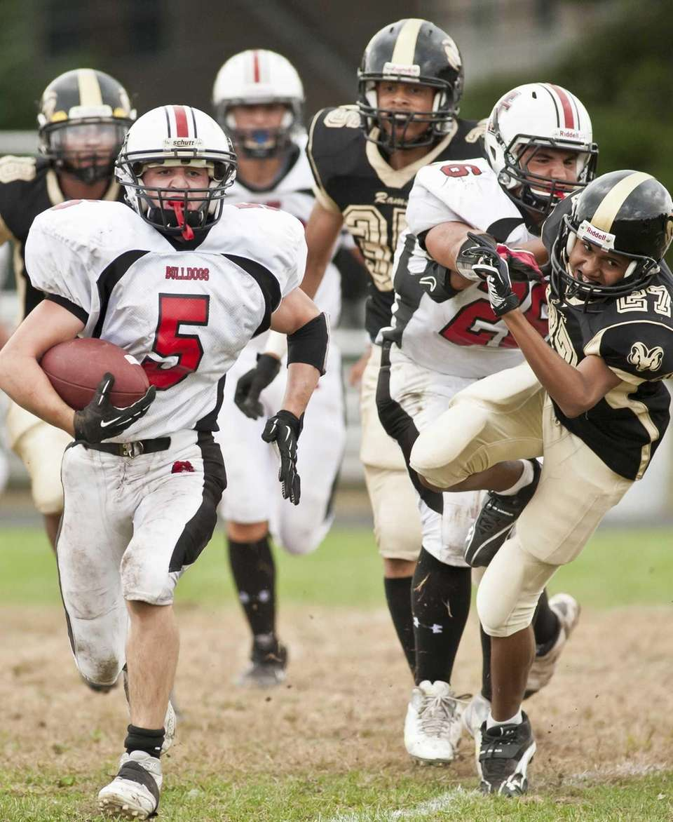 Island Trees's running back Tom Doran scores his
