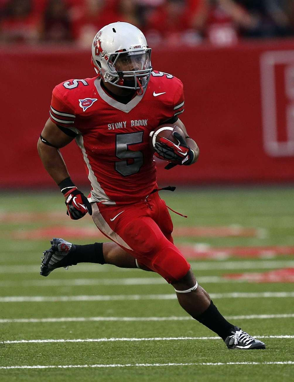 Stony Brook running back MIguel Maysonet runs a