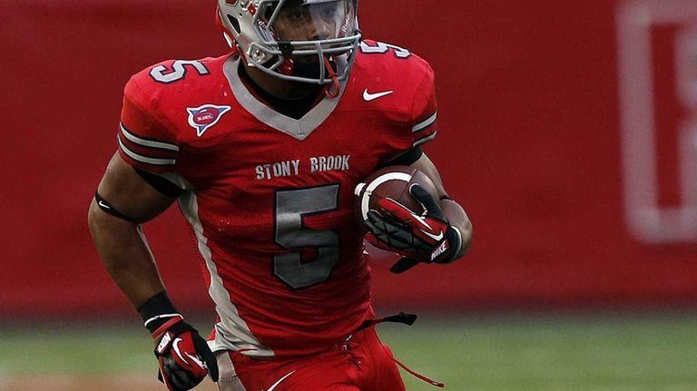 Stony Brook running back MIguel Maysonet runs a