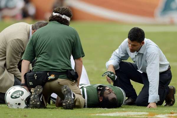 Jets trainers attend to cornerback Darrelle Revis during