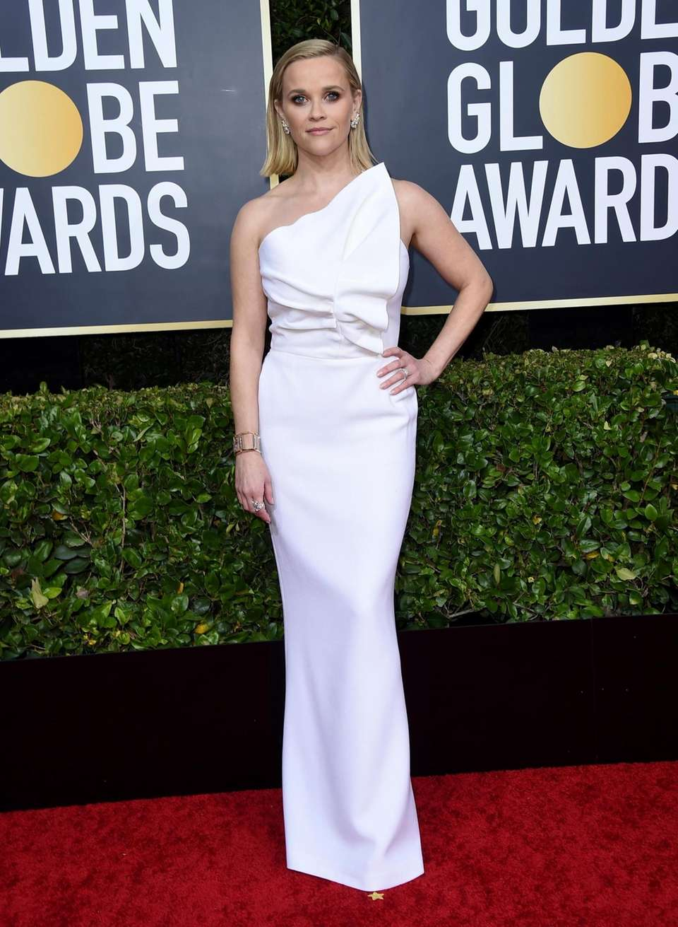 Reese Witherspoon arrives at the 77th annual Golden