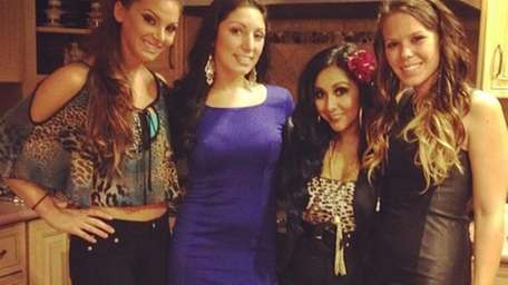 "Nicole ""Snooki"" Polizzi, with friends, in a photo"