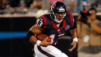 Then-Texans running back Jonathan Grimes runs the ball