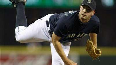 Then-Seattle Mariners closer David Aardsma pitches in the