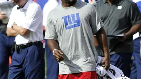 Ahmad Bradshaw watches the Giants play against the
