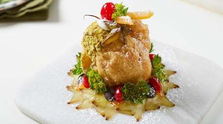 The Sicilian sfincia with cream, pistachios and orange