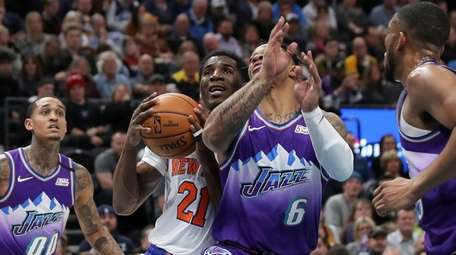 Knicks guard Damyean Dotson (21) is fouled by
