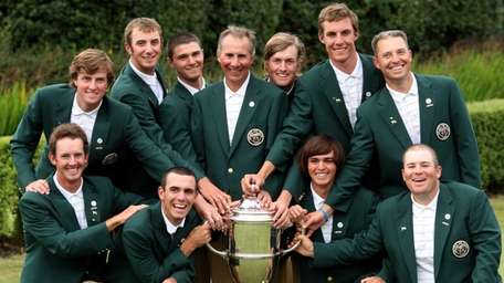 U.S. Walker Cup players pose with the trophy