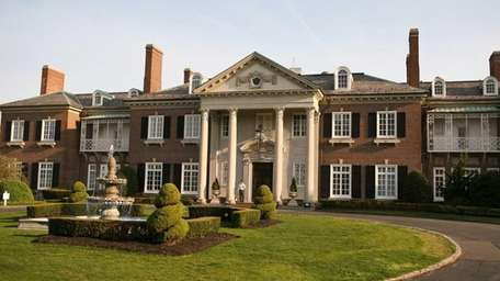 A view of the exterior of Glen Cove