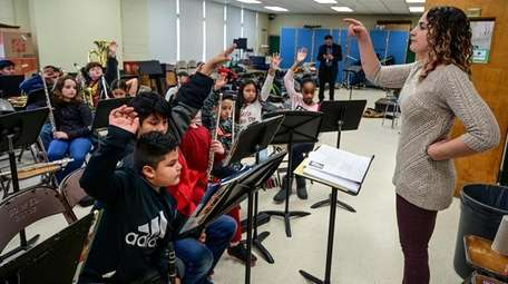 Sharon Kitzis leads the Nathaniel Woofhull fifth-grade band