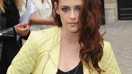 Kristen Stewart arrives at the Balmain Paris Fashion