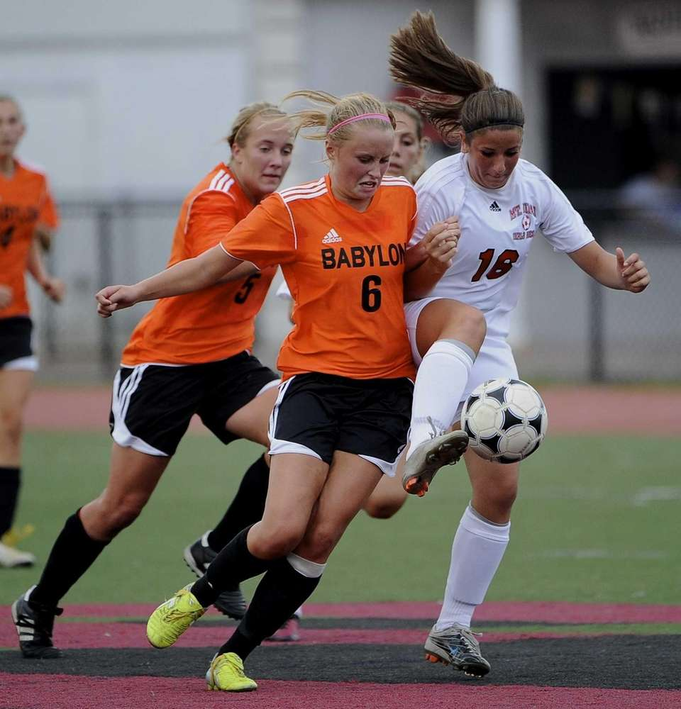 Mt. Sinai's Rachel Menna controls the ball ahead