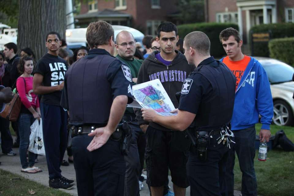 Hundreds of volunteers gather at Northwestern University to