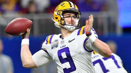 LSU quarterback Joe Burrow works against Oklahoma during