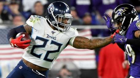 Derrick Henry of the Tennessee Titans carries the