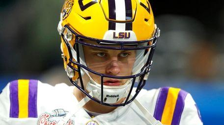 LSU quarterback Joe Burrow warms up for the