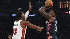 Knicks forward Julius Randle shoots past Heat center