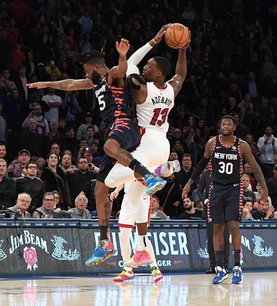 New York Knicks guard Reggie Bullock defends an