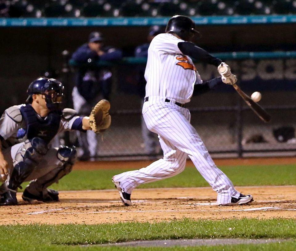 The Ducks' Timo Perez bloops a broken bat