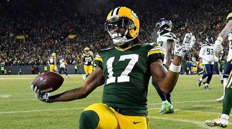 Davante Adams of the Green Bay Packers celebrates