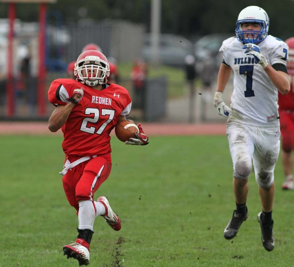 East Islip's Andre Deegan runs ahead of North