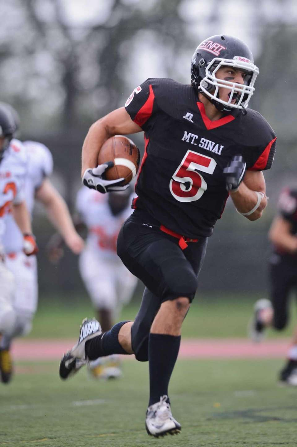 Mt. Sinai's Mark Donadio runs the ball against