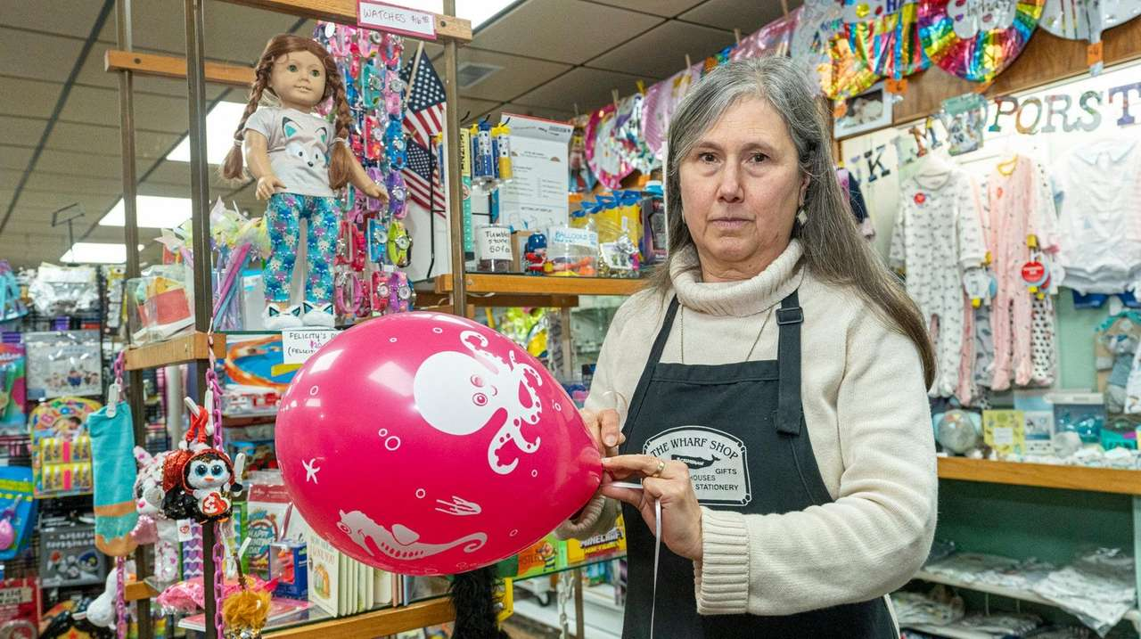 Southampton may ban sale of helium balloons