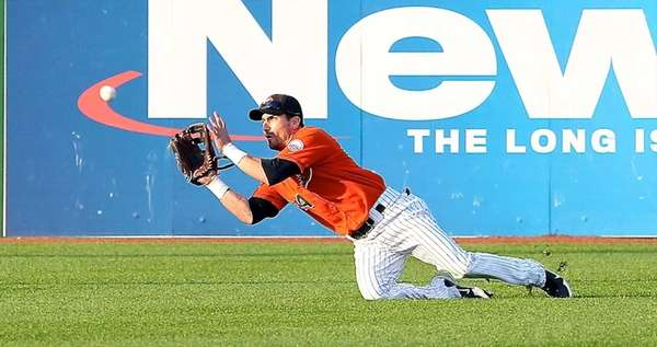 Ducks outfielder Kraig Binick makes a diving catch
