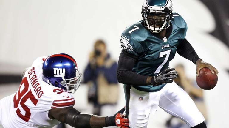 Philadelphia Eagles quarterback Michael Vick (7) runs with