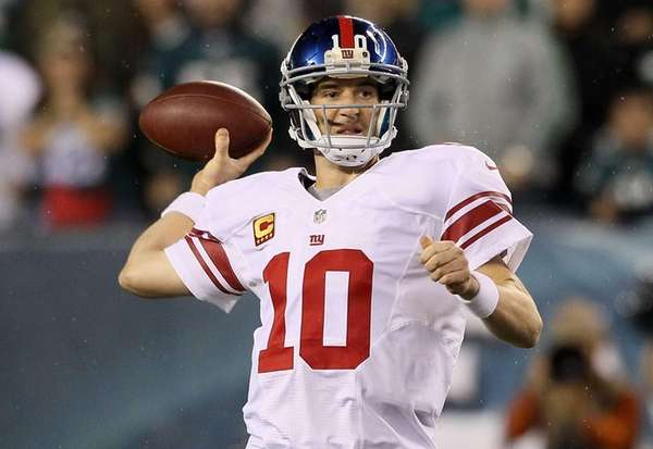 Quarterback Eli Manning of the Giants drops back