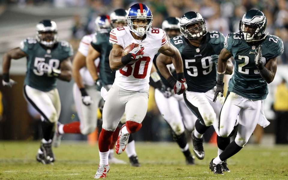 Giants wide receiver Victor Cruz (80) runs with