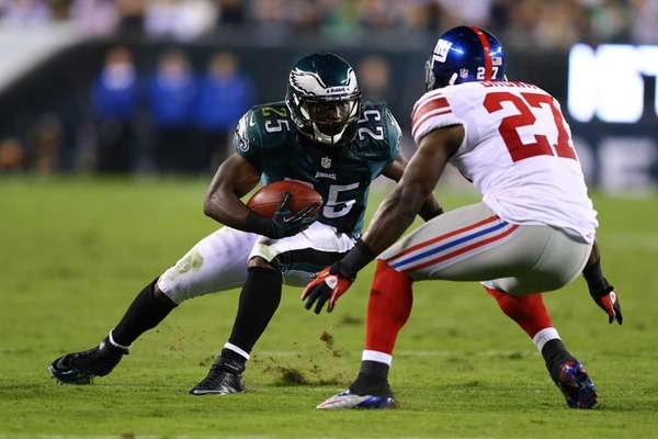 LeSean McCoy of the Philadelphia Eagles runs against