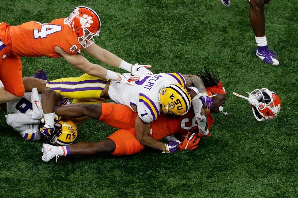 LSU safety Grant Delpit knocks the helmet off
