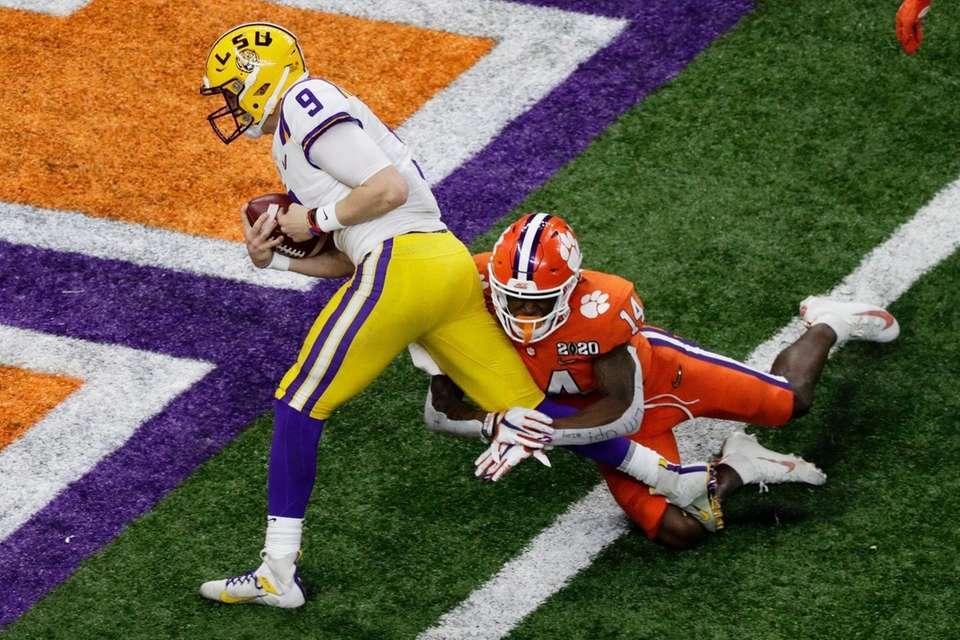 LSU quarterback Joe Burrow scores past Clemson safety
