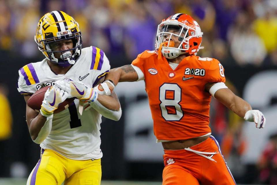LSU wide receiver Ja'Marr Chase, left, catches a