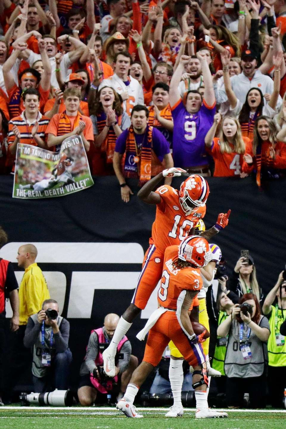 Clemson wide receiver Amari Rodgers celebrates after scoring