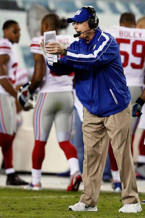 Tom Coughlin applauds his team during the closing