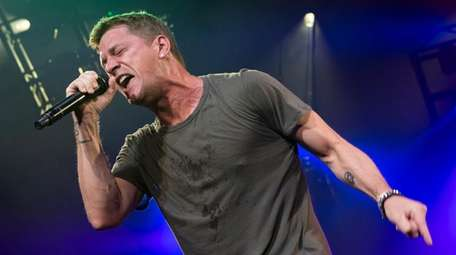 Rob Thomas is the lead singer of Matchbox