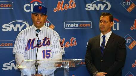 Mets manager Carlos Beltran talks after being introduced