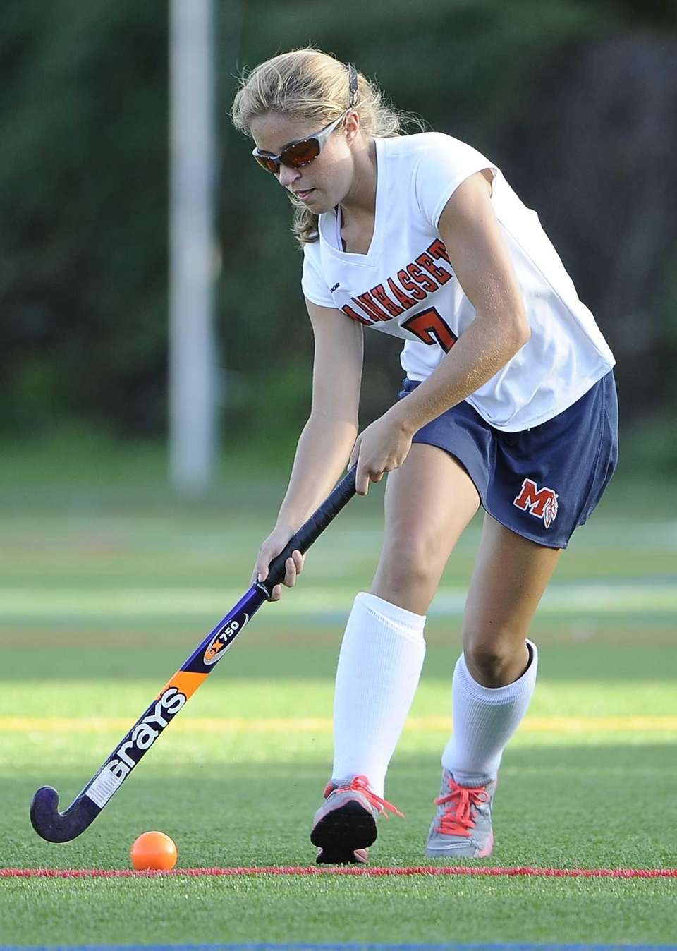 Manhasset's Abigail Kucharczyk controls the ball. (Oct. 1,
