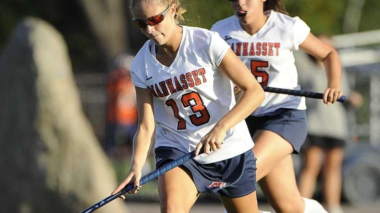 Manhasset's Madison Molinari controls the ball against North