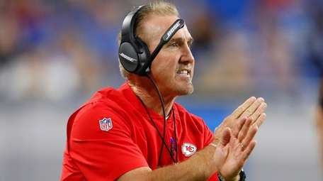Kansas City Chiefs defensive coordinator Steve Spagnuolo signals