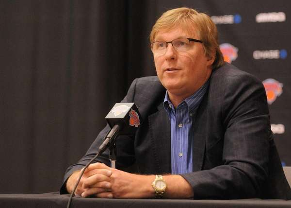 Knicks general manager Glen Grunwald speaks at the