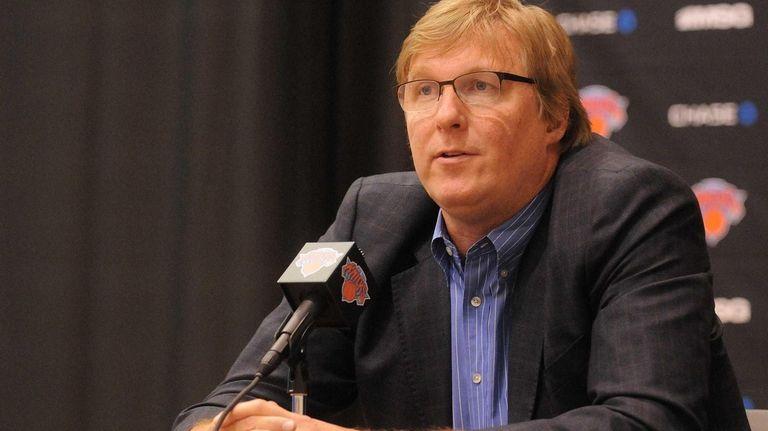 Knicks general manager Glen Grunwald speaks at the
