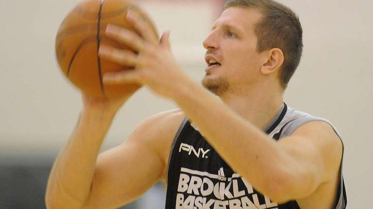 Mirza Teletovic lines up a shot during team