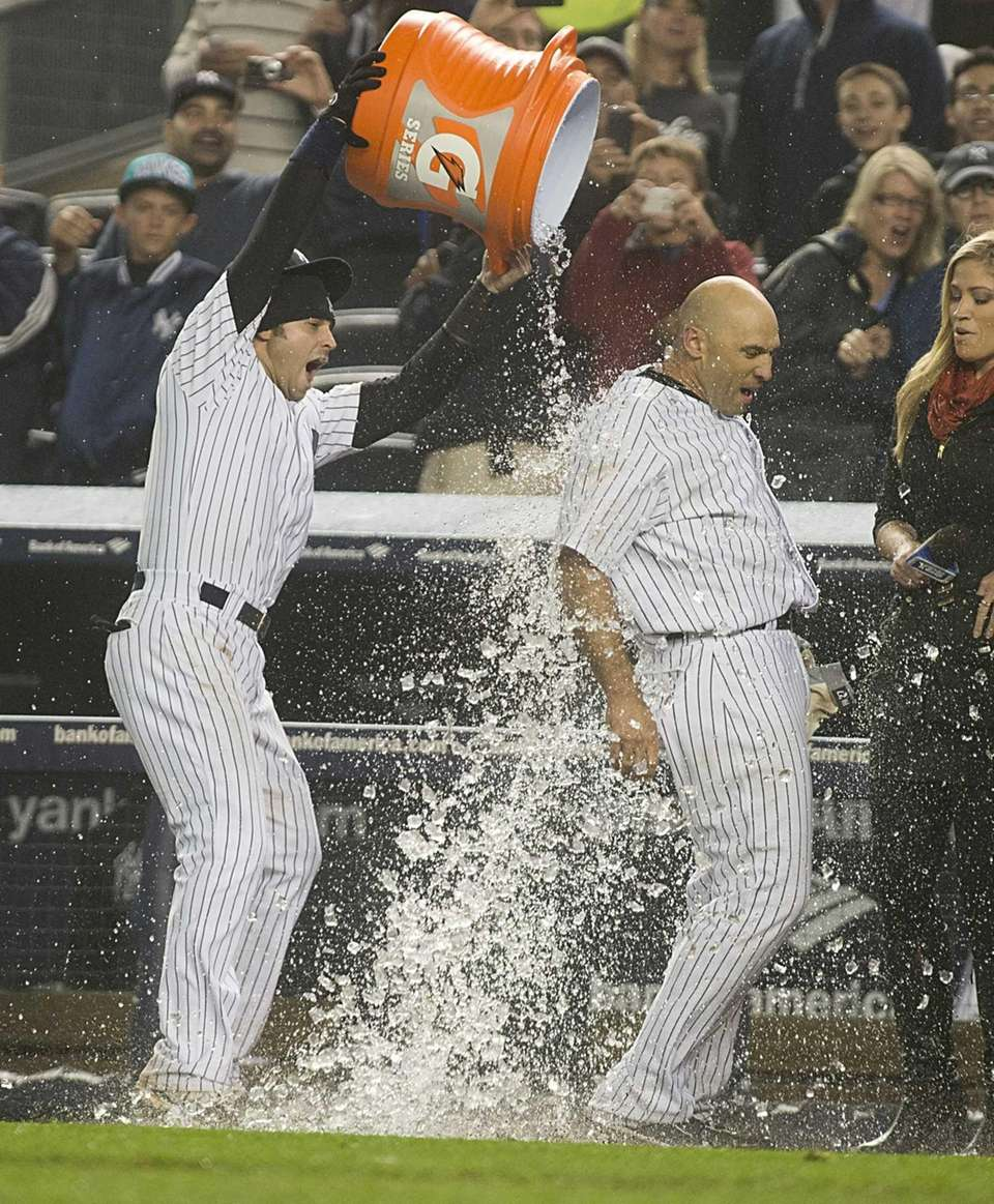 Nick Swisher dumps ice water on Raul Ibanez