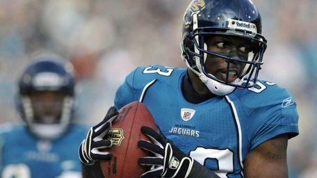Jacksonville Jaguars wide receiver Jason Hill, right, catches