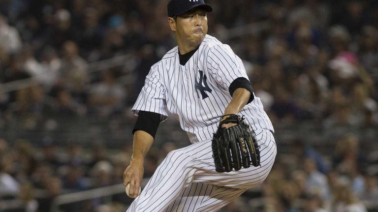 Hiroki Kuroda delivers a pitch in the top