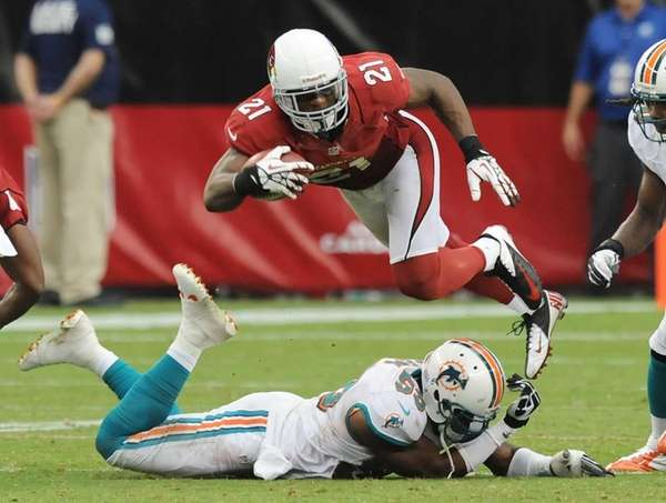 Arizona Cardinals cornerback Patrick Peterson dives over the
