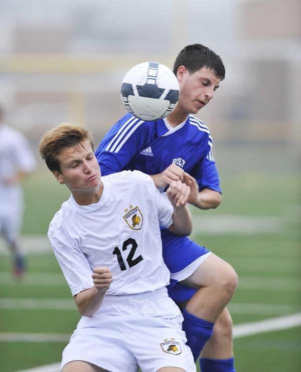 Wantagh's Chris Hughes and Roslyn's Kenneth Rothman battle
